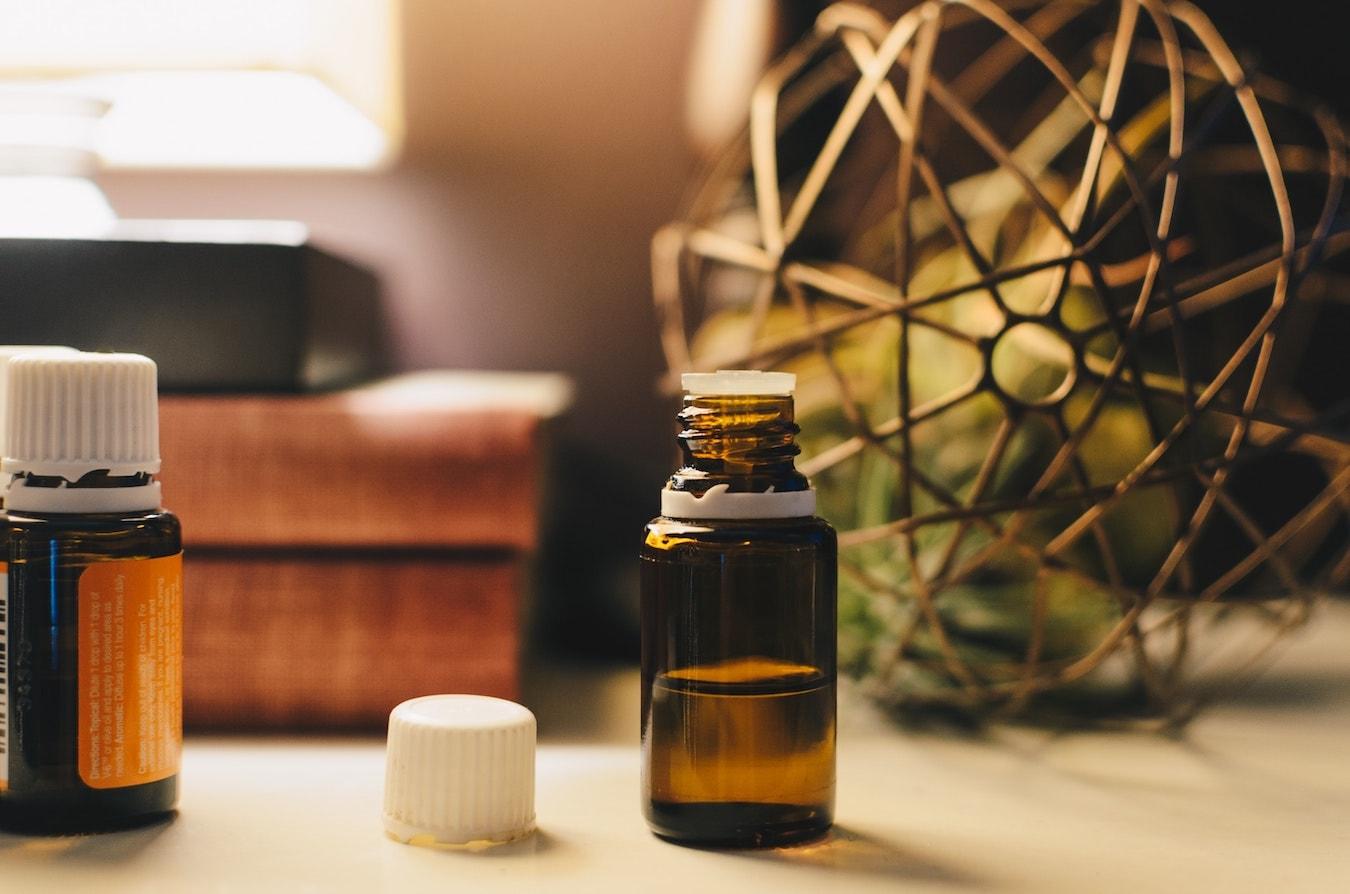 Ätherisches Öl für Aromatherapie in der Flasche