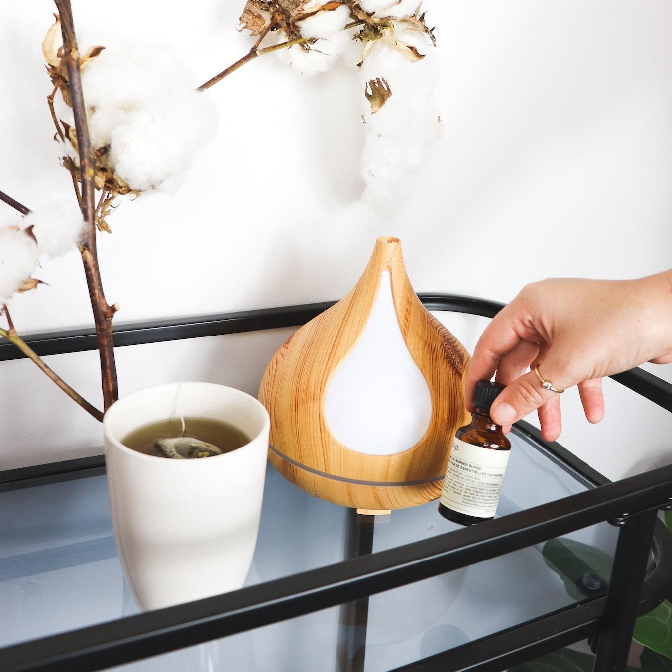 Diffusor und ätherisches Öl für die Aromatherapie