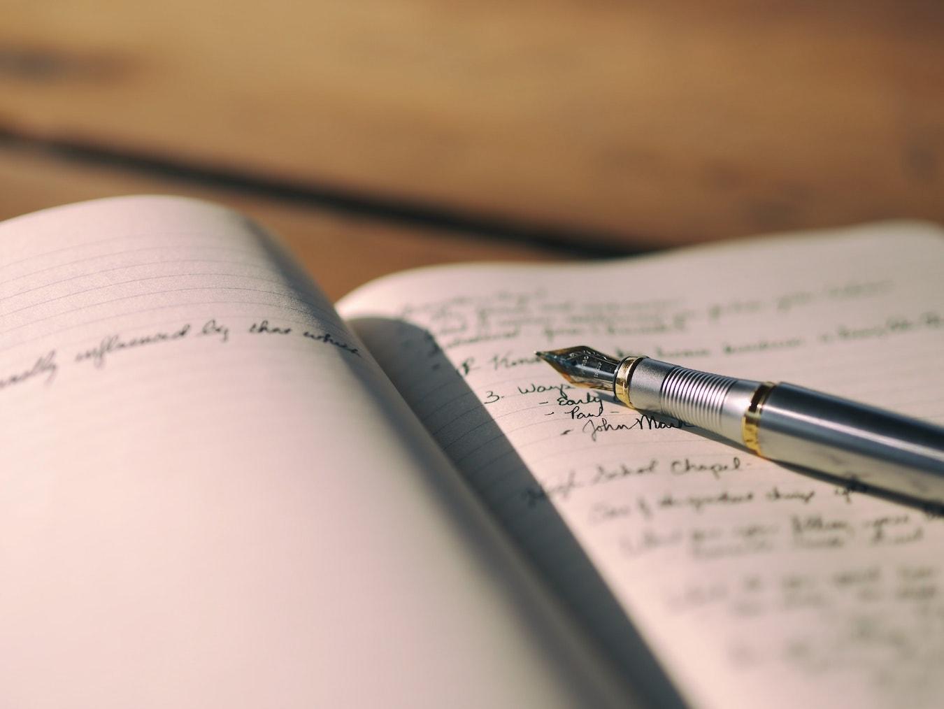 Journal Journaling offenes Tagebuch mit einem Füller um den Kopf frei bekommen